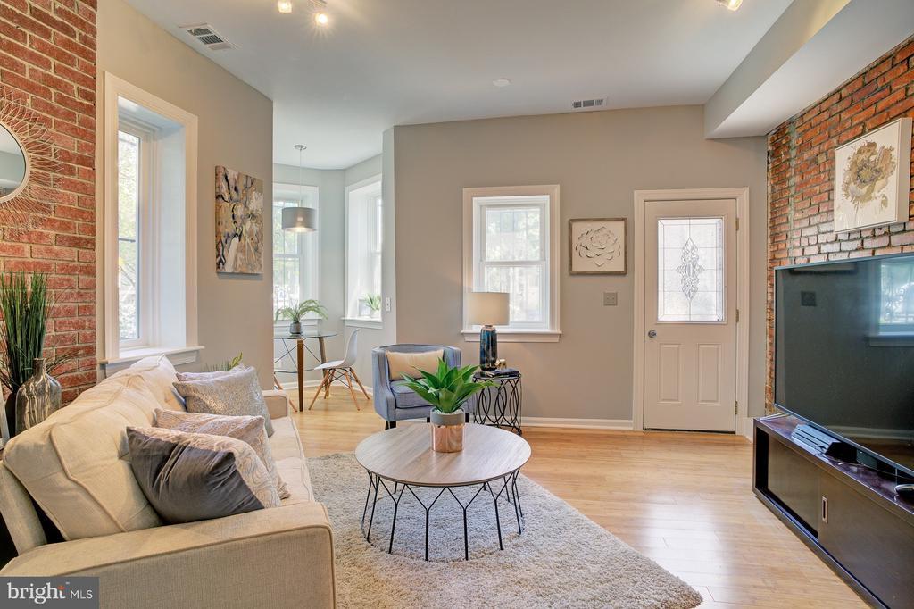 living area looking towards main door - 834 11TH ST NE, WASHINGTON