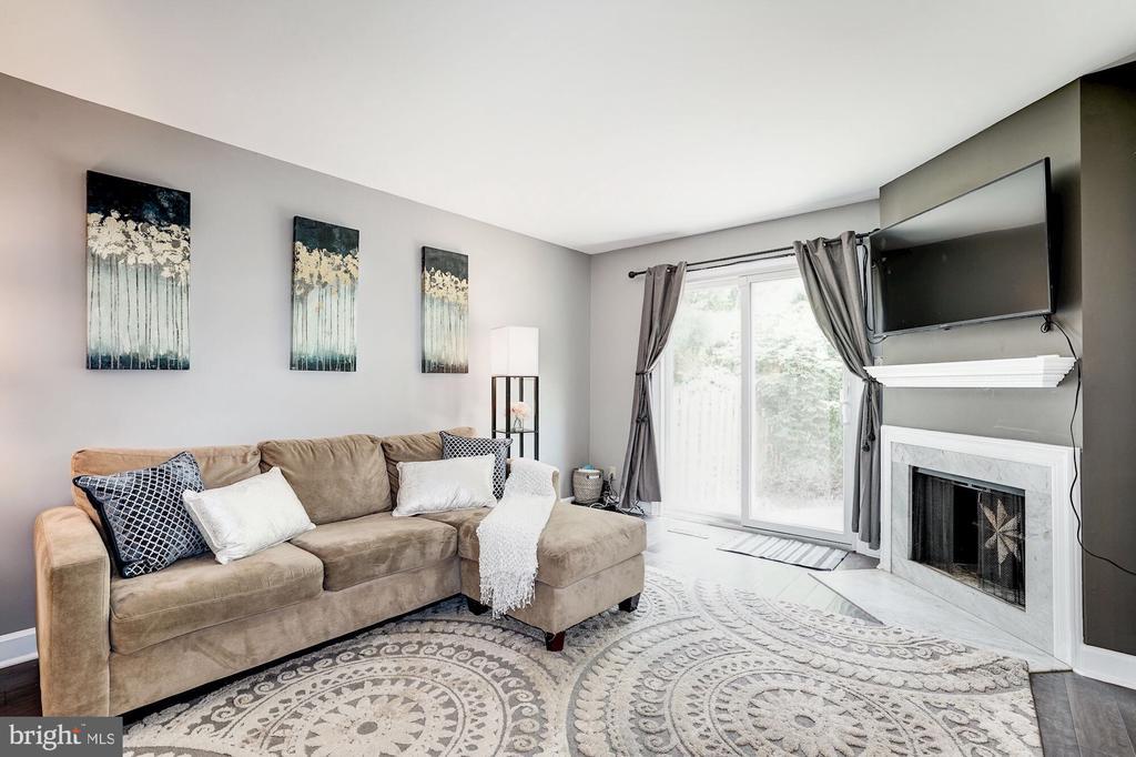Living room - 2855 COORS PARK CT, FALLS CHURCH