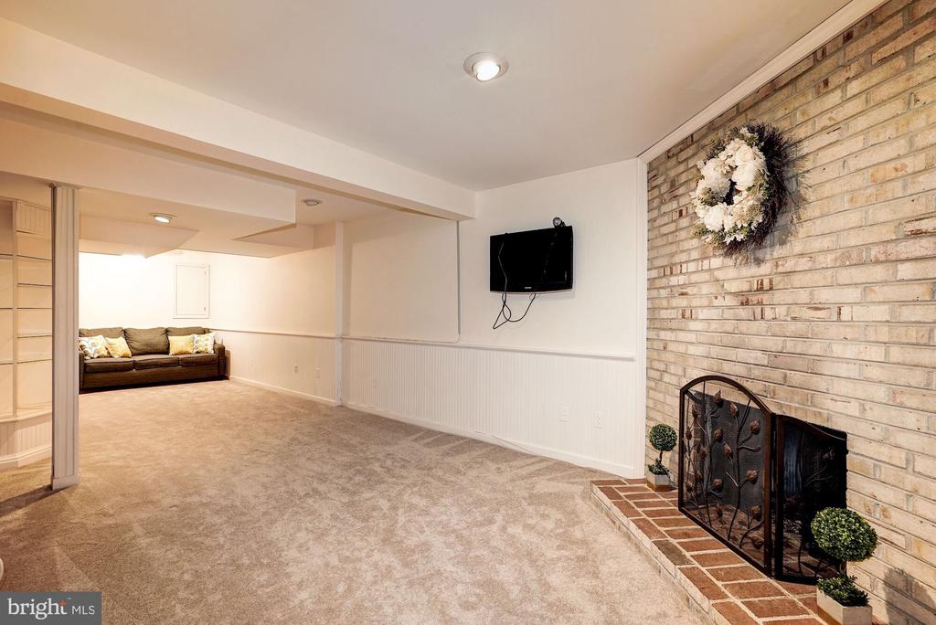 Wood burning fireplace in lower level - 2855 COORS PARK CT, FALLS CHURCH