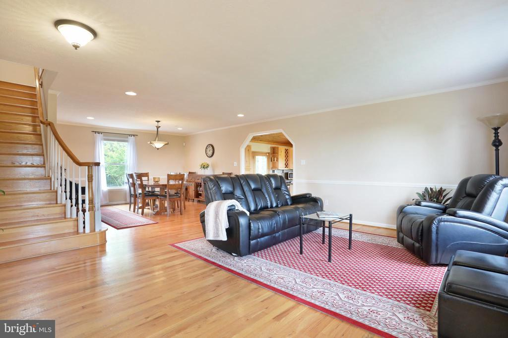 Large Family room - 237 TAYLOR RD, FRONT ROYAL