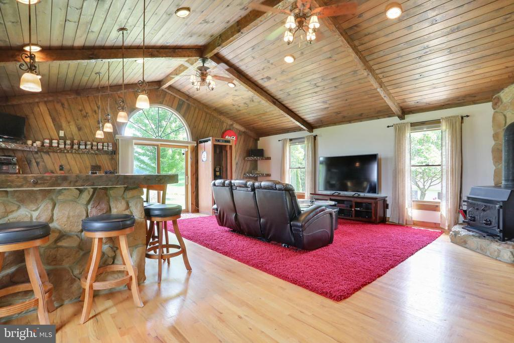 Family room. Great for entertaining! - 237 TAYLOR RD, FRONT ROYAL