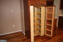 Custom pantry cabinets have pull-out shelves - 612 KRISTIN CT SE, LEESBURG