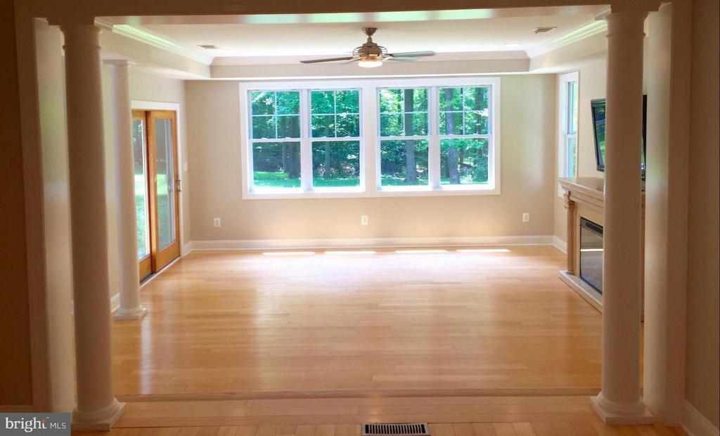 Sun-filled family room - 3206 FOX MILL RD, OAKTON