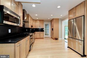 Maple cabinets, stainless appl.,  granite counters - 3206 FOX MILL RD, OAKTON