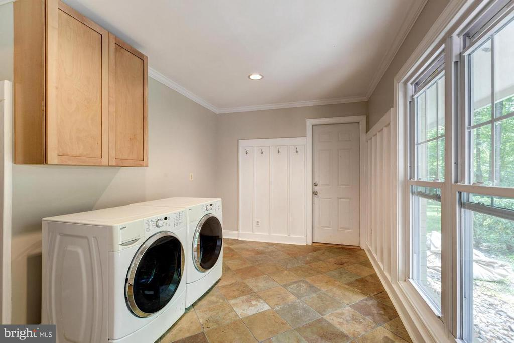 Laundry room off garage - 3206 FOX MILL RD, OAKTON