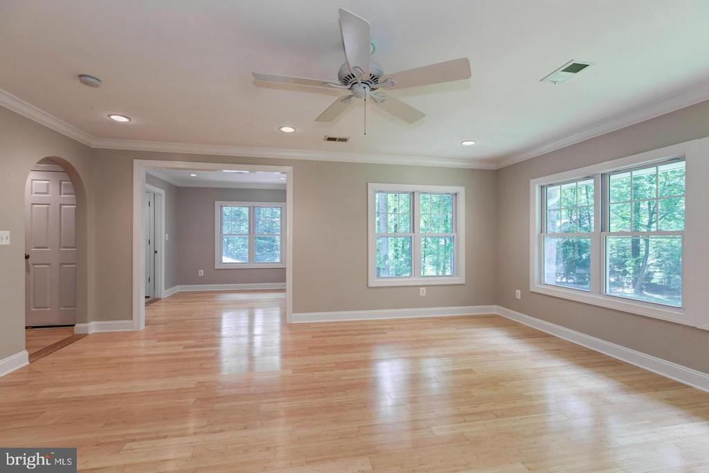Light filled master with beautiful views - 3206 FOX MILL RD, OAKTON