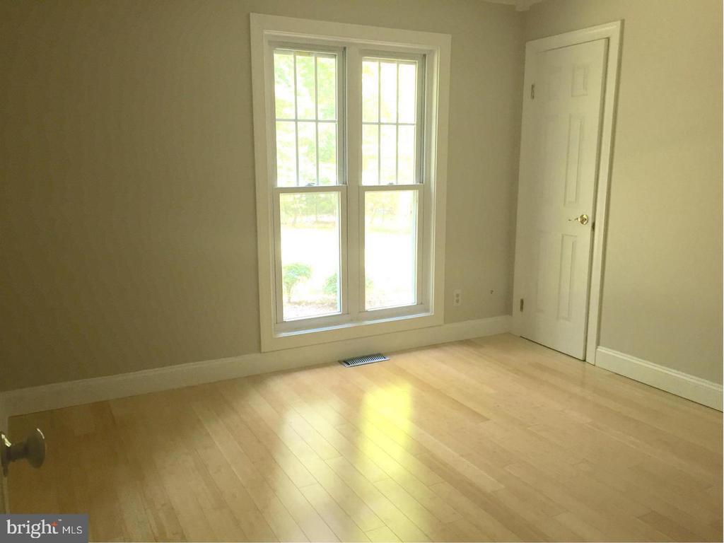Main level bedroom - 3206 FOX MILL RD, OAKTON