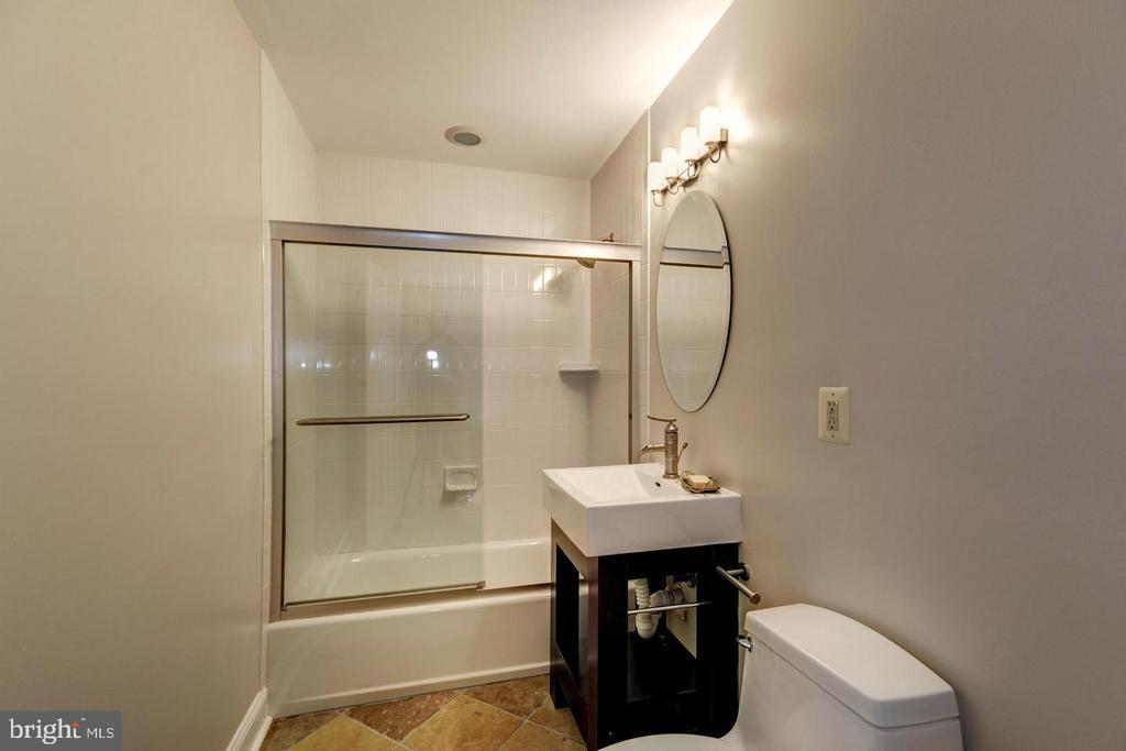 Main level full bath - 3206 FOX MILL RD, OAKTON