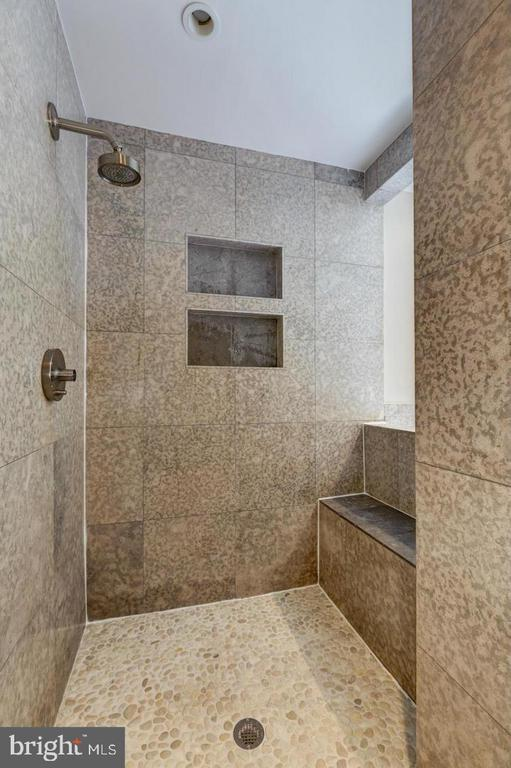 Luxurious walk in shower - 3206 FOX MILL RD, OAKTON