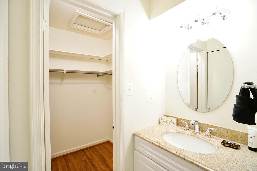 Master Bedroom w/ Walk In Closet - 8620 APPLETON CT, ANNANDALE