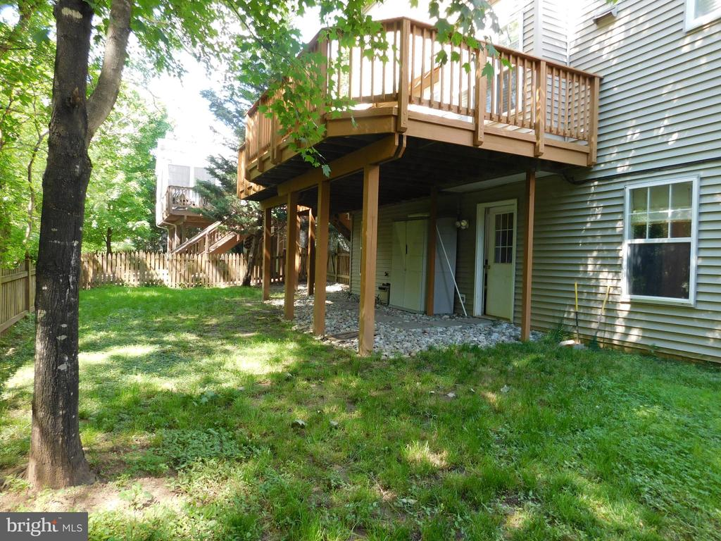 Rear Deck - walk out from lower Family Room - 26013 RACHEL HILL DR, CHANTILLY