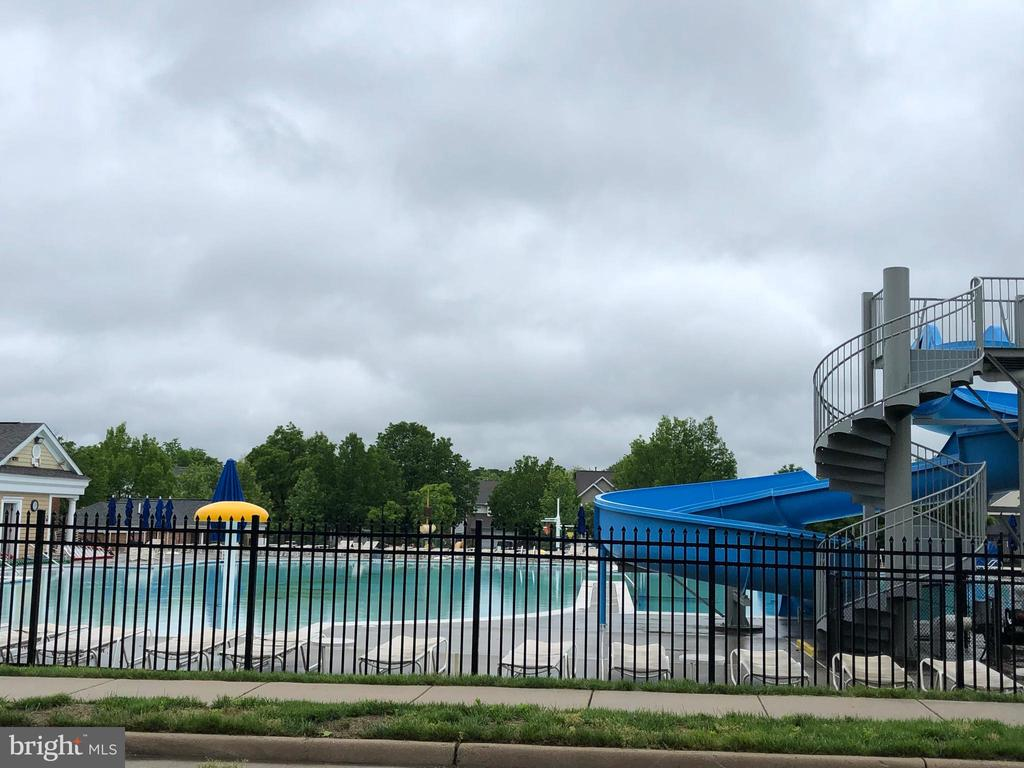 Large Pool with water slide (1 of 2 pools) - 26013 RACHEL HILL DR, CHANTILLY