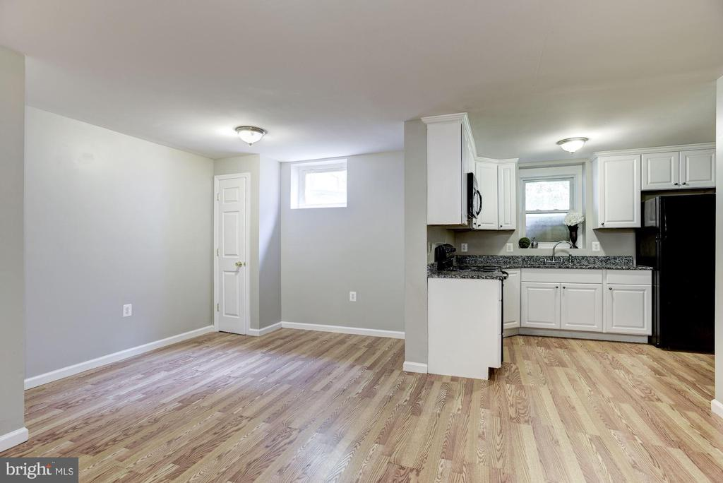 Tons of space! - 232 MARYLAND AVE, HAMILTON