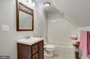 Junior Master Suite Full Bathroom - 232 MARYLAND AVE, HAMILTON