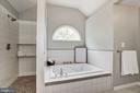 Walk in Tile Shower & Tub - 232 MARYLAND AVE, HAMILTON