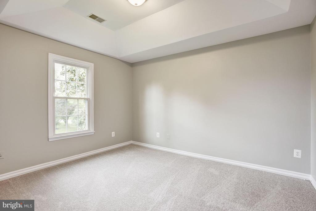 Spacious Master Suite w/ Tray Ceilings - 232 MARYLAND AVE, HAMILTON