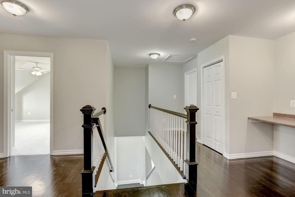 Grand Stair Case and 2nd Floor - 232 MARYLAND AVE, HAMILTON
