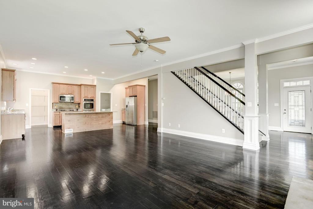 Kitchen Room / Kitchen / Stairs / Foyer - 232 MARYLAND AVE, HAMILTON