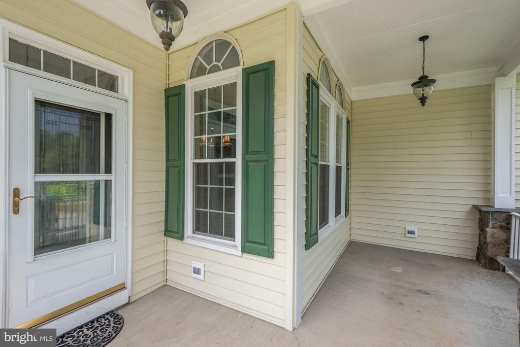 Spacious Covered Front Porch - 232 MARYLAND AVE, HAMILTON