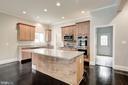 Large Custom Kitchen w/ SS Appliances and Granite - 232 MARYLAND AVE, HAMILTON
