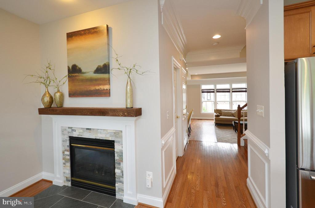 Upgraded Fireplace Mantle - 43013 MILL RACE TER, LEESBURG