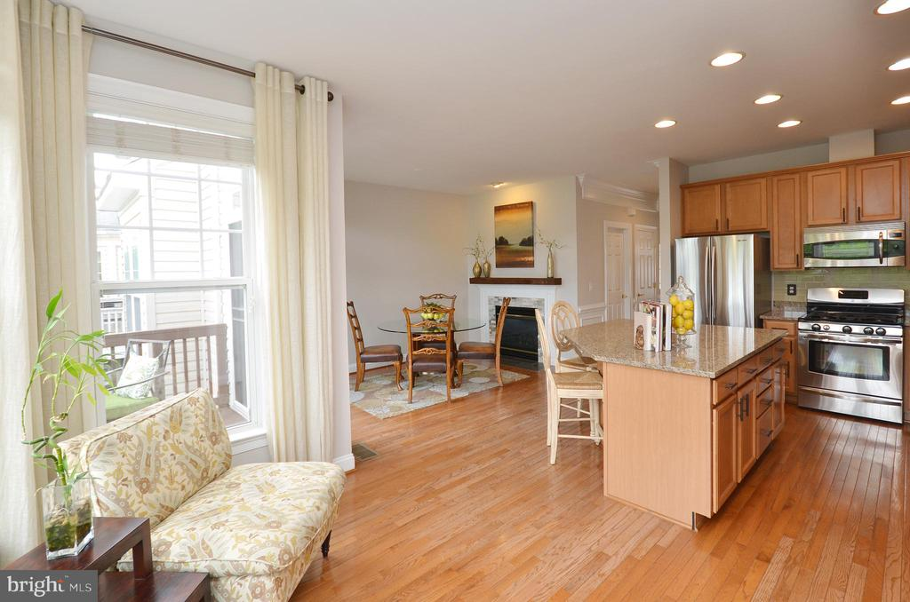 Cozy Sitting Nook in Kitchen - 43013 MILL RACE TER, LEESBURG