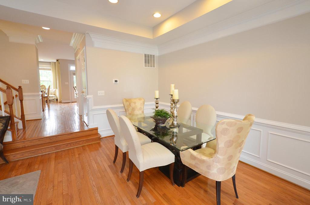 Hardwood Floors and Elegant Molding Trim - 43013 MILL RACE TER, LEESBURG