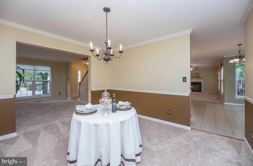 Dining Room with Chair Rail & Crown Molding - 21 STONERIDGE CT, STAFFORD