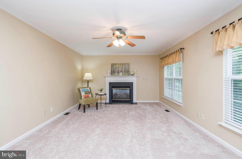 Family Room with Gas Fireplace - 21 STONERIDGE CT, STAFFORD