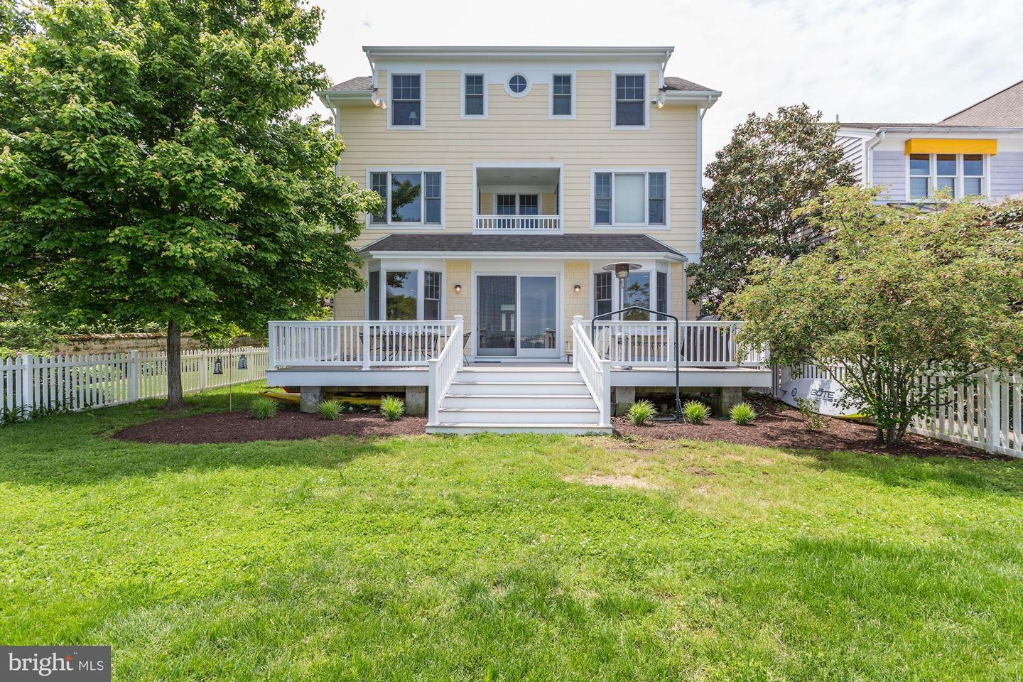 Additional photo for property listing at 1 Severn Ct Annapolis, Maryland 21403 United States