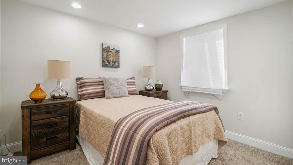 Cozy bedroom - 5906 BURGUNDY ST, CAPITOL HEIGHTS