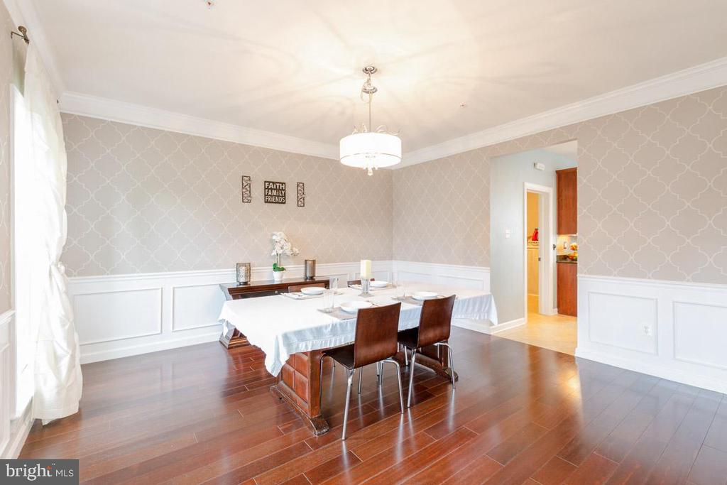Beautiful dining room with classy wall paper desig - 222 POLARIS DR, WALKERSVILLE