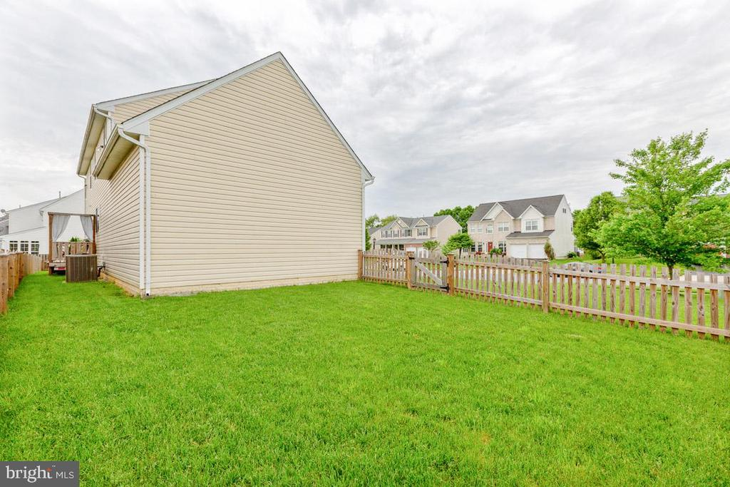 2nd yard - a bonus for your pets, kids or whatever - 222 POLARIS DR, WALKERSVILLE