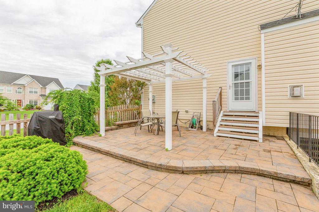 Beautiful patio for all your summer entertaining! - 222 POLARIS DR, WALKERSVILLE