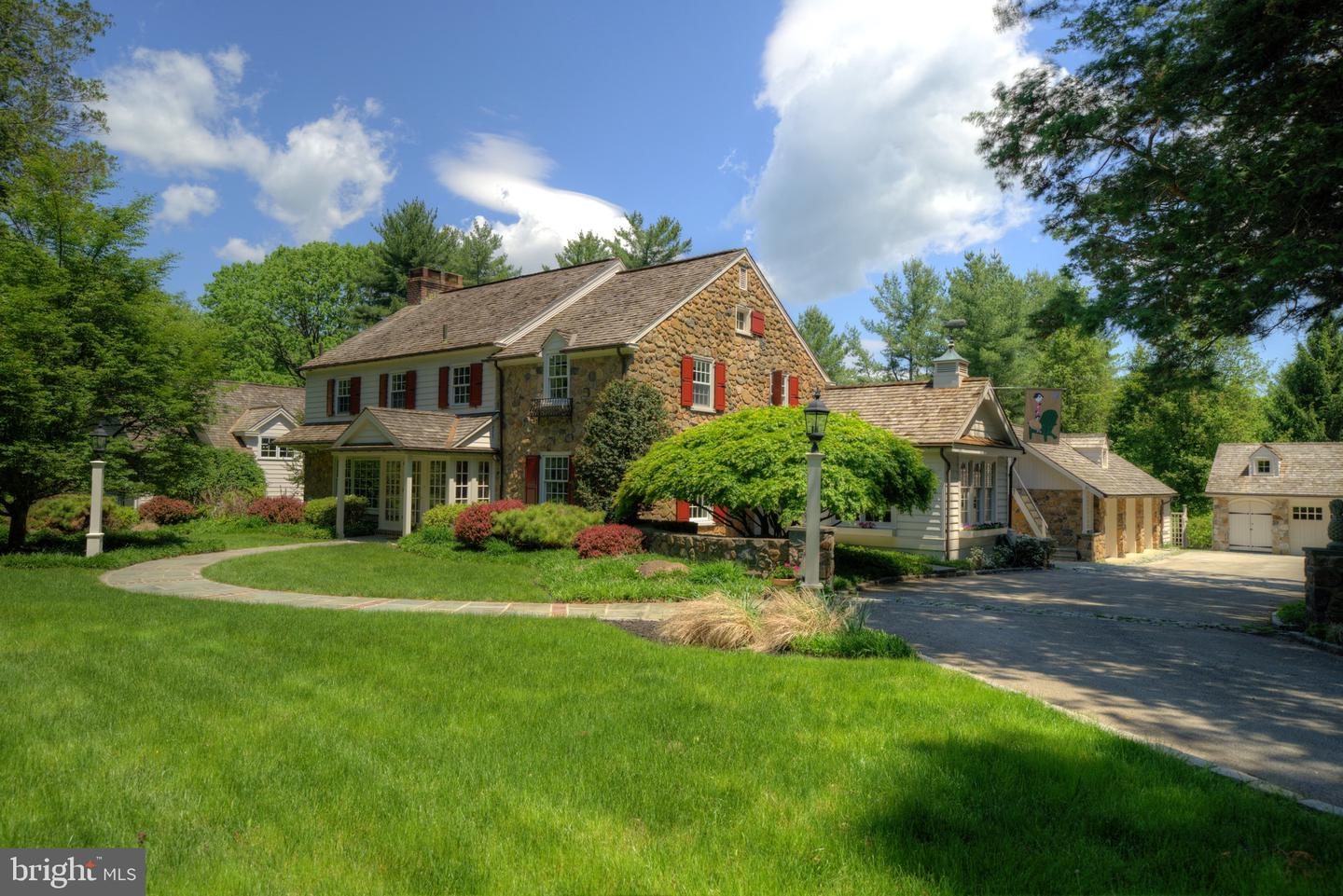 Photo of home for sale at 7 Horseshoe Lane, Paoli PA