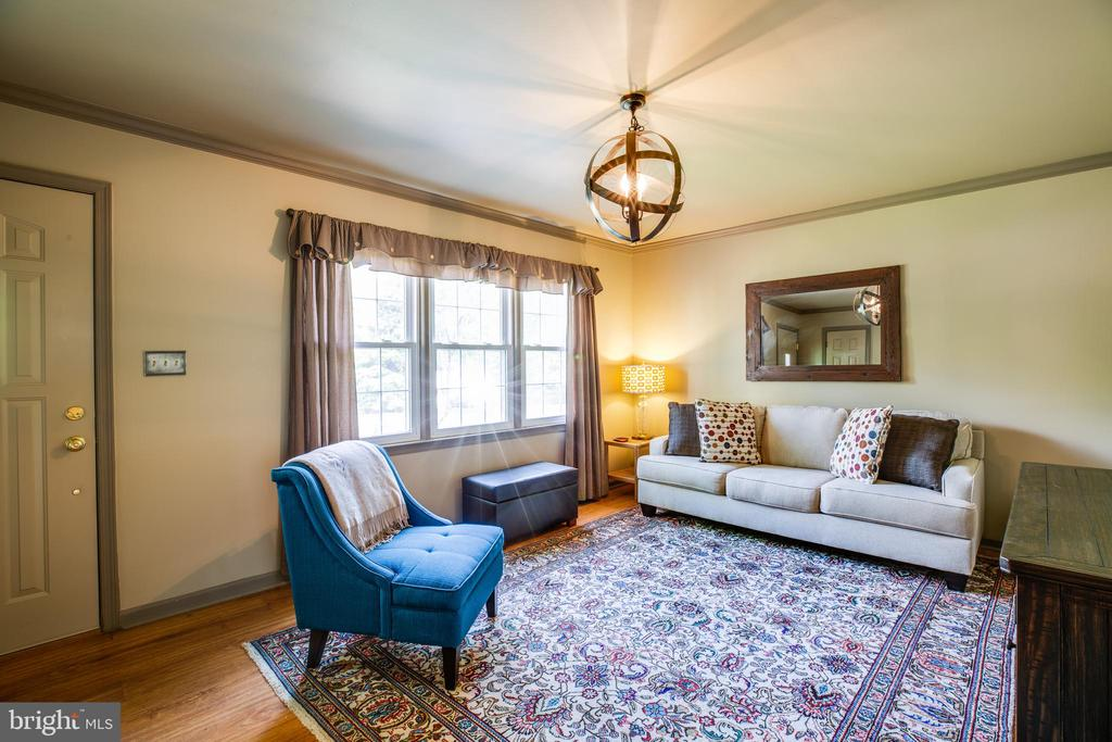 Inviting Family Room Off the Kitchen - 141 CHOPTANK RD, STAFFORD