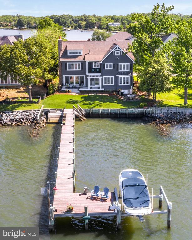 A boater's dream.  Fast access to the River & Bay. - 3752 THOMAS POINT RD, ANNAPOLIS