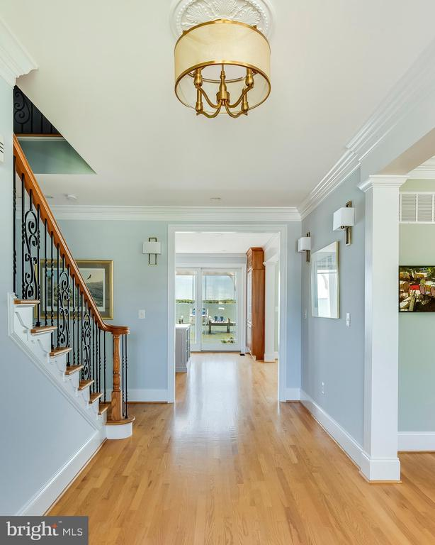 Generous entry with immediate water views. - 3752 THOMAS POINT RD, ANNAPOLIS