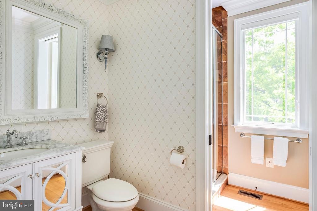 Full Bath on Main Level for guests. - 3752 THOMAS POINT RD, ANNAPOLIS