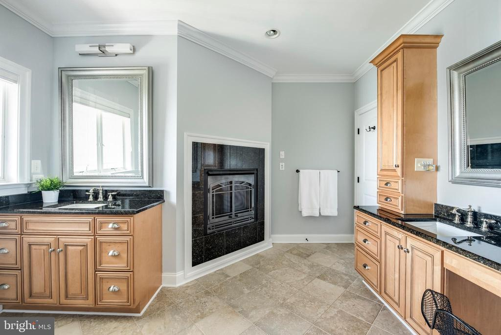 Updated master bath with gas fireplace. - 3752 THOMAS POINT RD, ANNAPOLIS