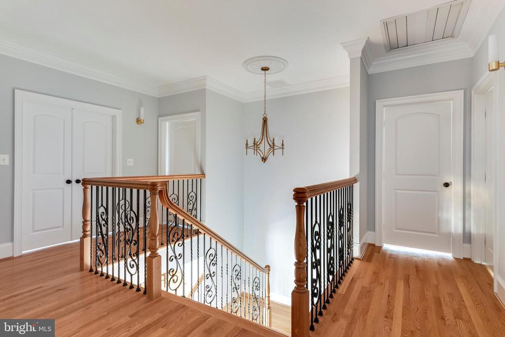 Gracious landing and elegant staircase. - 3752 THOMAS POINT RD, ANNAPOLIS
