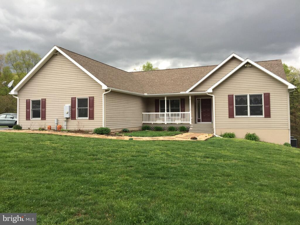Single Family for Sale at 345 Journey Ln Berkeley Springs, West Virginia 25411 United States
