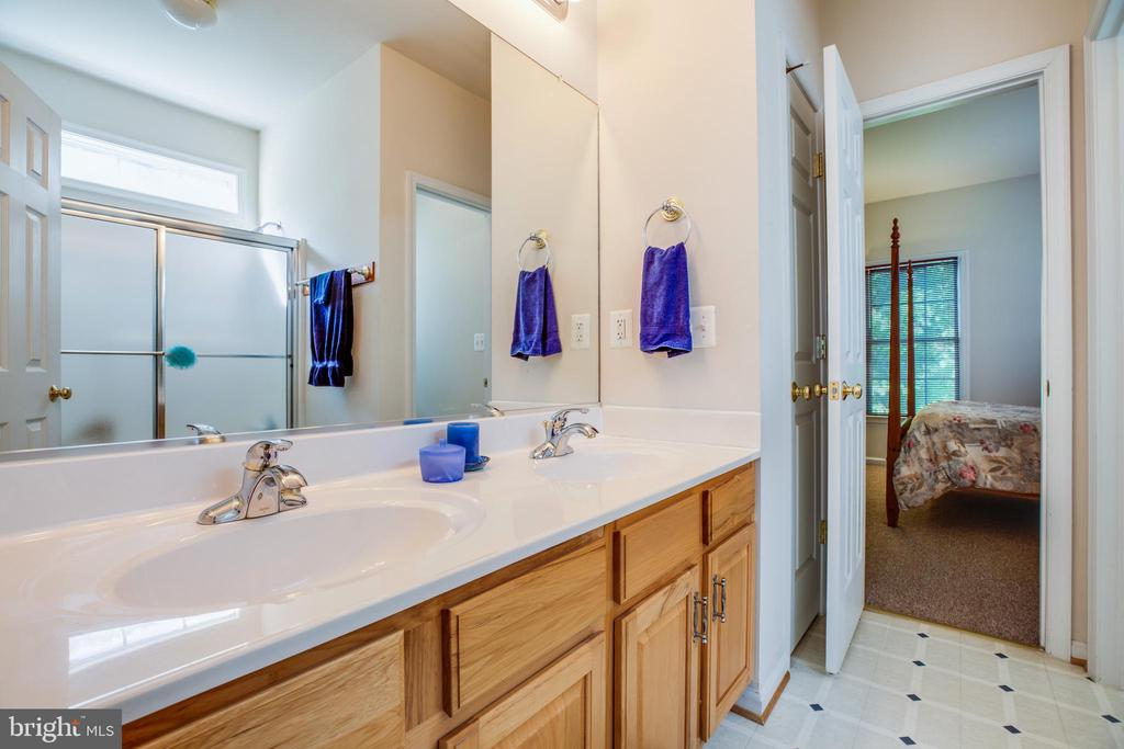 Shared Bath with Secondary Bedrooms - 96 CASCADE LN, FREDERICKSBURG