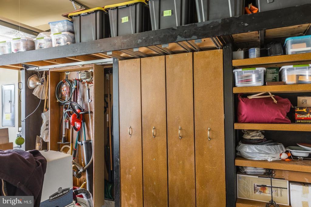 Garage Storage Cabinets - 16096 DANCING LEAF PL, DUMFRIES