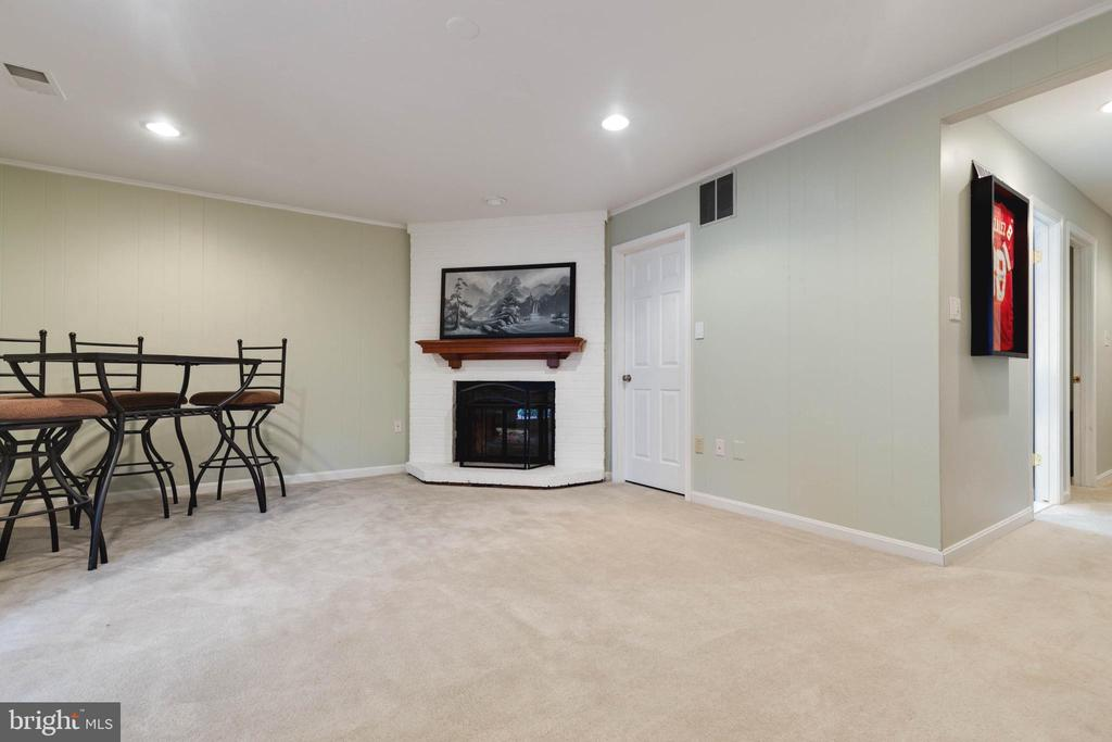 Walk-out Basement with Fireplace - 5904 AMBASSADOR WAY, ALEXANDRIA