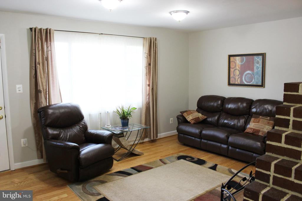 Living Room - 7415 JERVIS ST, SPRINGFIELD