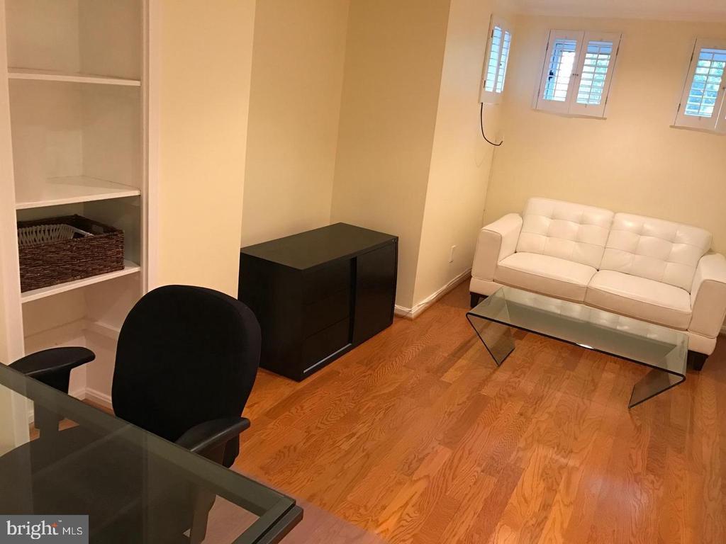 Sitting Area - 2115 N ST NW #1, WASHINGTON