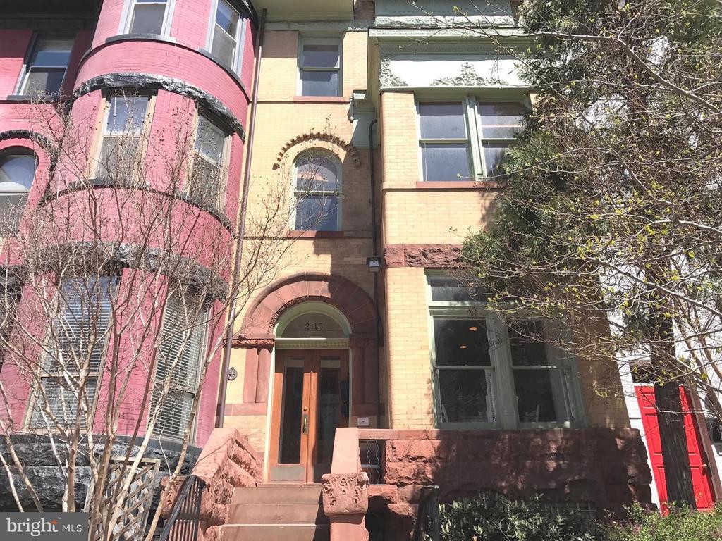Gorgeous Brownstone Facade - 2115 N ST NW #1, WASHINGTON