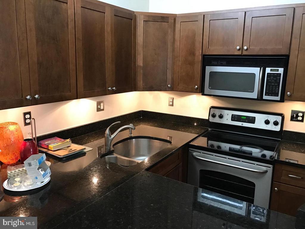 Kitchen - SS Appliances - 2115 N ST NW #1, WASHINGTON