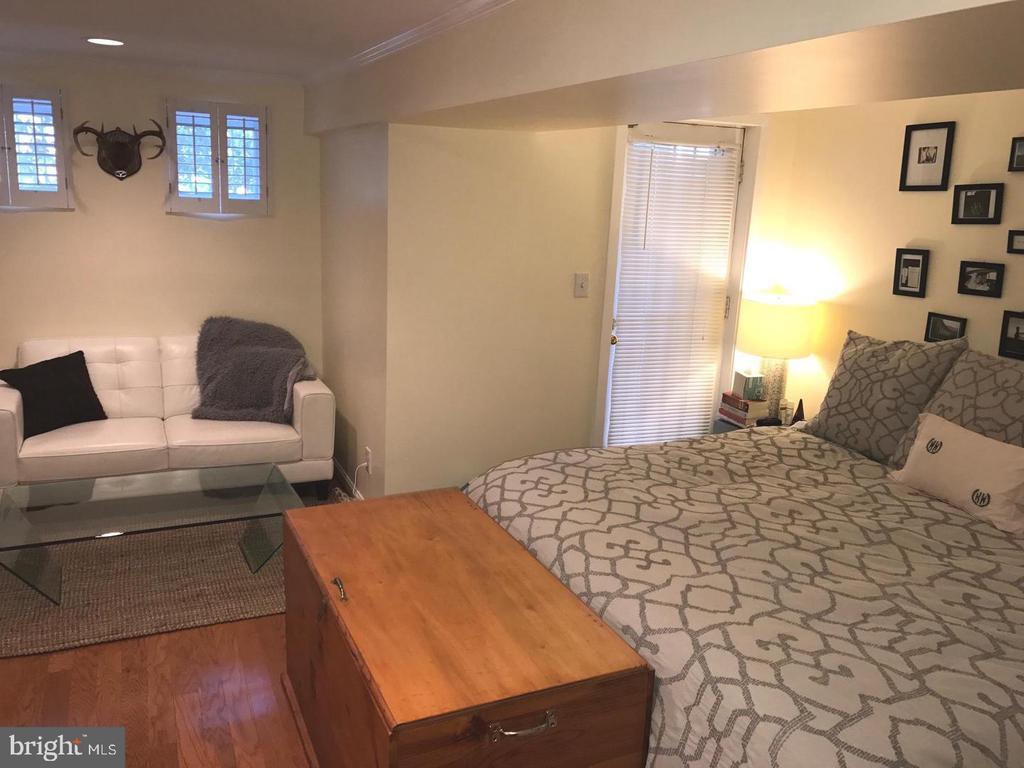 Spacious Bedroom - 2115 N ST NW #1, WASHINGTON